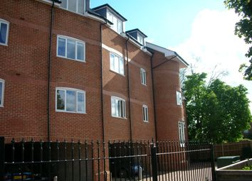 Thumbnail 2 bed flat to rent in Edenbridge, Kent