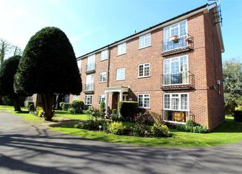 Thumbnail 1 bed flat to rent in Lower Cookham Road, Maidenhead