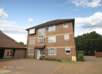 2 bed flat to rent in Nicholsons Grove, Colchester, Essex CO1