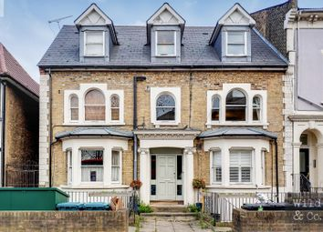 Nightingale Road, London E5. 2 bed flat for sale