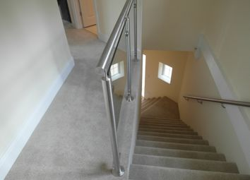 1 bed flat to rent in Malden Road, Worcester Park KT4