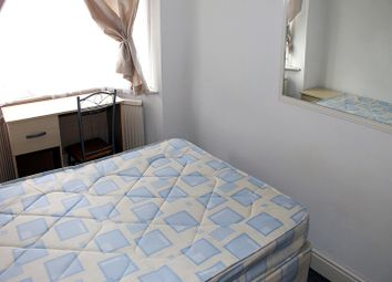 Thumbnail Room to rent in Charters Way, Southgate, London