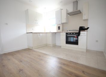 Thumbnail 1 bed flat to rent in Grosvenor Way, Clapton