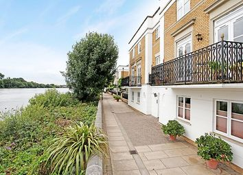 Thumbnail 2 bed flat to rent in Thames Crescent, Chiswick, London