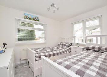 2 bed mobile/park home for sale in Ashurst Drive, Tadworth, Surrey KT20