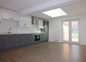 2 bed flat to rent in Rainsford Road, Chelmsford CM1