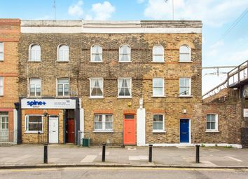 Thumbnail 5 bedroom terraced house to rent in Coborn Road, London