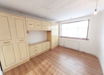 5 bed terraced house to rent in Bede Road, Romford RM6