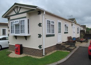 Thumbnail 2 bedroom mobile/park home for sale in Oaklands Park, Langley Common Road, Wokingham, Berkshire