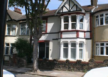 Thumbnail 2 bed flat to rent in Silverdale Avenue, Westcliff-On-Sea