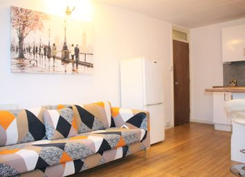 3 bed flat to rent in Strasburg Road, London SW11
