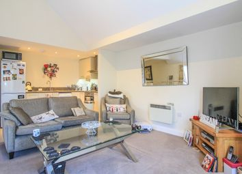 Thumbnail 1 bed flat to rent in Helena Rd, London