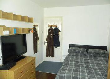 Thumbnail Room to rent in Saffron Platt, Guildford