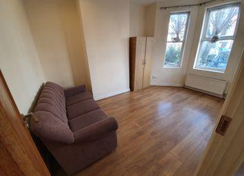 2 bed flat to rent in Pinner Road, Harrow HA1