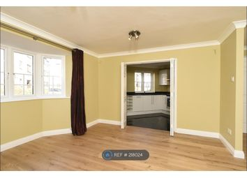 Thumbnail 3 bed flat to rent in Swan Place, Reading