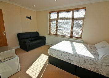 Thumbnail Room to rent in Woodford Crescent, Pinner