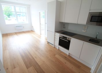 Thumbnail 2 bed flat to rent in Park Street West, Luton