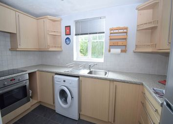 2 bed flat to rent in Windsor Court, Newbury, Berkshire RG14