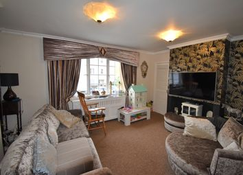 Thumbnail 3 bedroom flat to rent in Guessens Court, Welwyn Garden City