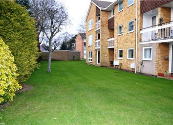 Thumbnail 2 bedroom flat to rent in Wykeham Crescent, Oxford