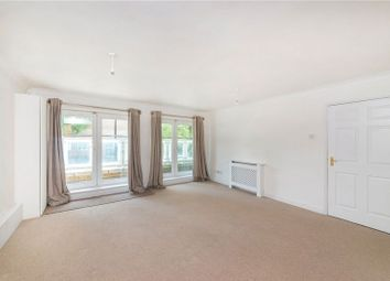 Thumbnail 2 bed flat to rent in Woodland Crescent, London