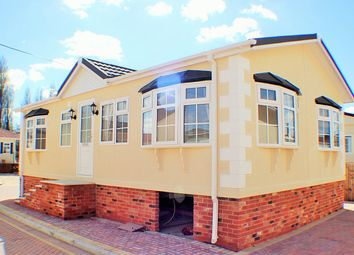 Thumbnail 2 bed mobile/park home for sale in Lynhurst Road, Highcliffe