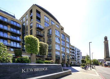 2 bed flat to rent in Strand House, Kew Bridge, Brentford TW8