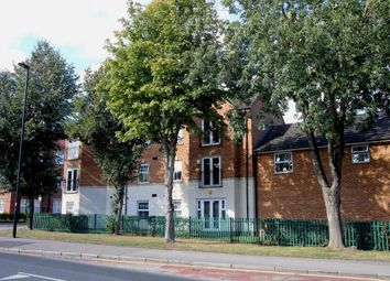 2 bed flat to rent in Weller Mews, Enfield EN2