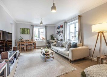 2 bed flat for sale in Grange Close, Winchester SO23