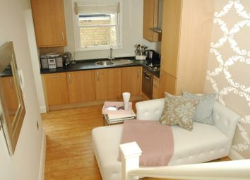 Thumbnail 1 bed flat to rent in Earlsfield Road, Wimbledon