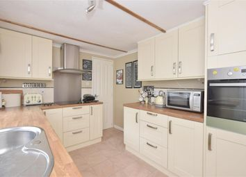 2 bed mobile/park home for sale in Whitehill Park, Whitehill, Bordon, Hampshire GU35