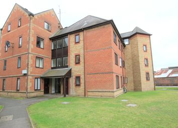 Thumbnail 1 bed flat to rent in Regent Court, Reading, Berkshire