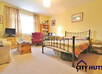 Thumbnail Room to rent in Hoodcote Gardens, London