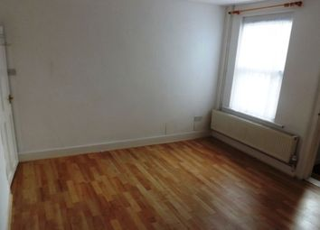 2 bed flat to rent in Charles Street, Strood, Rochester ME2
