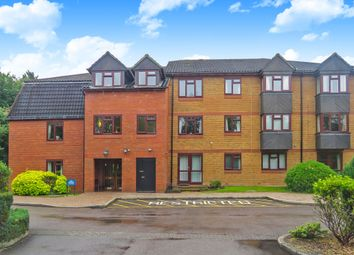 Thumbnail 2 bed flat for sale in Crescent Dale, Shoppenhangers Road, Maidenhead