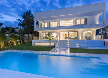 Thumbnail 5 bed villa for sale in Estepona, Málaga, Andalusia, Spain
