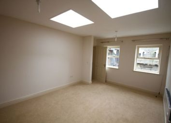 Thumbnail 1 bed flat to rent in High Street, Swindon