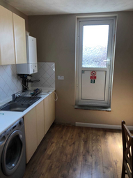Thumbnail 5 bed flat to rent in Crawley Road, Luton