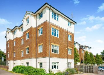 2 bed flat to rent in Kennedy Road, Horsham RH13