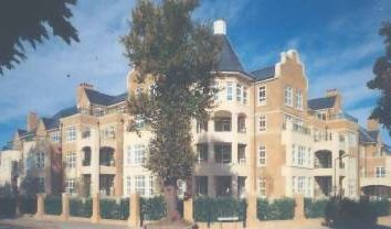 Thumbnail 3 bed flat to rent in Hampstead Way, London NW11,