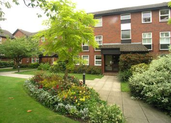 Thumbnail 2 bed flat to rent in Fountain Gardens, Windsor