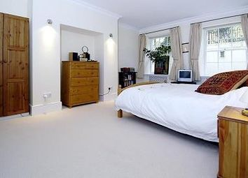 Thumbnail 2 bedroom flat to rent in Kensington Park Gdns W11,