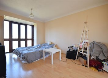 Farriers Road, Epsom KT17. 1 bed flat for sale