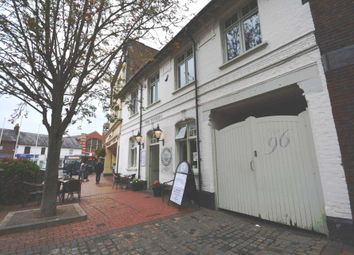 Thumbnail 1 bed flat to rent in Tavern Court, The Broadway, Chesham