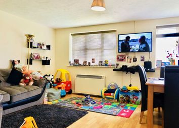 Thumbnail 2 bed flat to rent in Lovegrove Drive, Slough