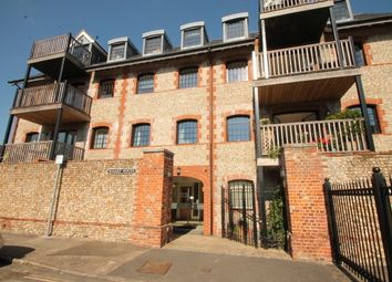 Thumbnail 2 bed flat to rent in Canal Wharf, Chichester