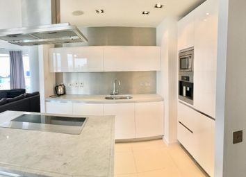 Thumbnail 3 bed flat to rent in New Providence Wharf, 1 Fairmount Avenue, Blackwall, Canary Wharf, London