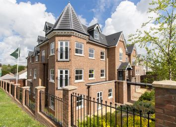 Thumbnail 2 bedroom flat for sale in Paddockhall Road, Haywards Heath
