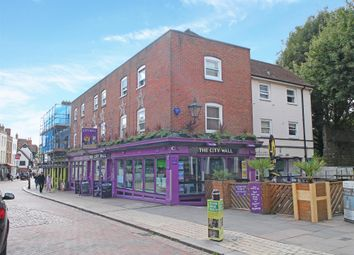Thumbnail Pub/bar for sale in Kent - Historic Medway Town Centre ME1, Kent