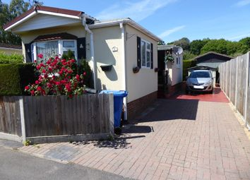 Thumbnail 2 bed mobile/park home for sale in Brownfield Gardens, Maidenhead, Berkshire